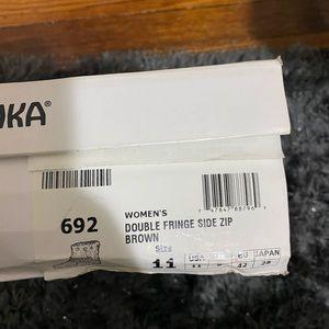Minnetonka double fringe short boots size 11